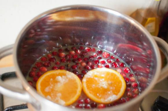 gotowanie żurawiny z pomarańczą