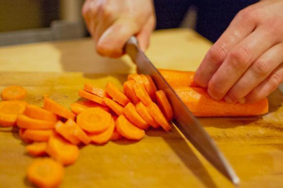 krojenie marchewki