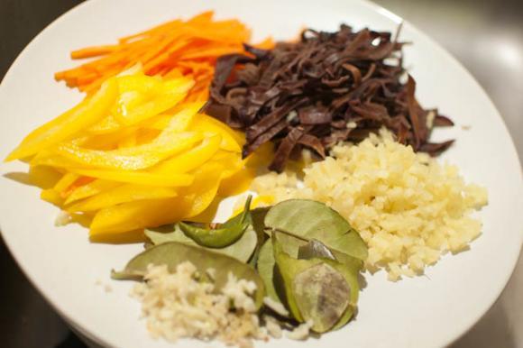 pokrojone składniki zupy tajskiej