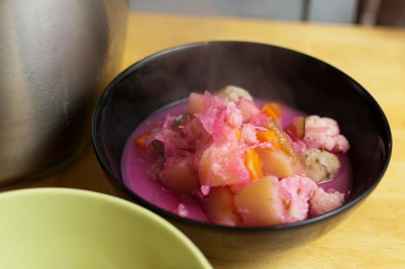 zupa rumuńska z kuleczkami mięsno-ryżowymi