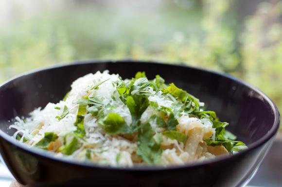 makaron risini z młodymi warzywami
