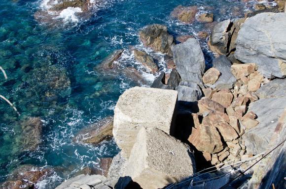 Skaliste wybrzeże w Manaroli