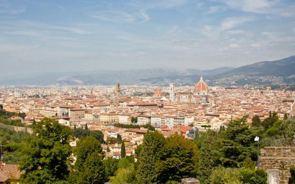 Z daleka widać dopiero ogrom katedry Santa Maria delle Fiore