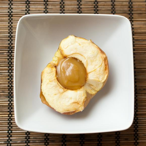 pieczone jabłka z sosem karmelowym