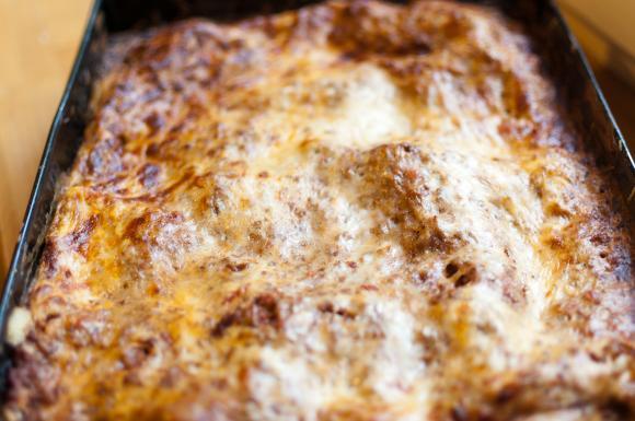 upieczona lasagne z sosem bolońskim