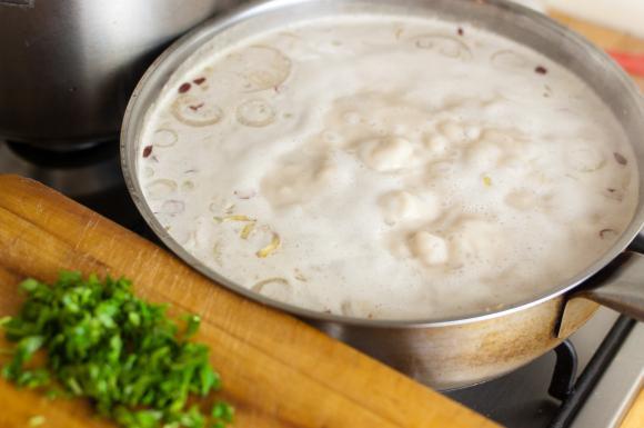 gotująca się zupa tajska