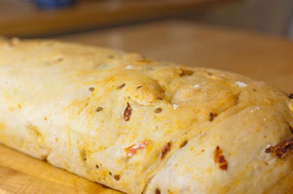 chleb drożdżowy po upieczeniu