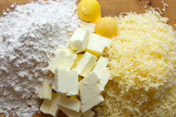 składniki na słone ciastka serowe