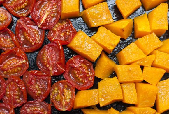 pieczona dynia i pomidorki