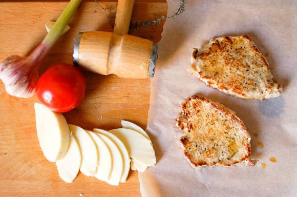 schab z mozzarella i pomidorami