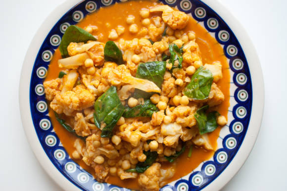 kokosowe curry z ciecierzycy i kalafiora